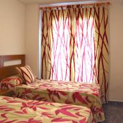 Apt Superior: Dormitorio con dos camas individuales